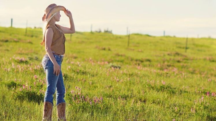 Fashion Tips for the Western Chic Aesthetic